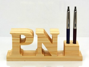 Personalized wooden pen holder