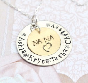 personalized_mommy_necklace_grandmother_pendant_gift_for_her_family_necklace_personalized_mothers_day_necklace_for_mom_grandma_nana_9b697508